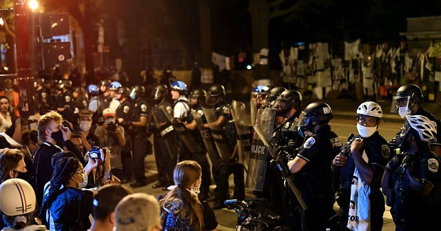 1592905697_DC-Protesters-Clash-with-Police-Reporters-Ordered-to-Leave-White