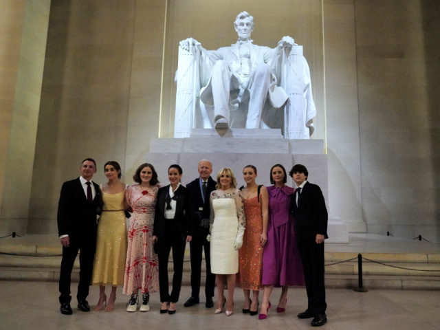 Biden-Family-at-Lincolm-Memorial-Without-Masks-640x480-1.jpg